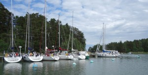 Lillholmen är en lugn lagun nära farleden till Åbo.